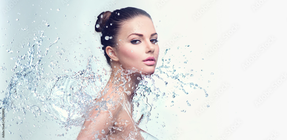 Fototapeta Beautiful spa woman with splashes of water