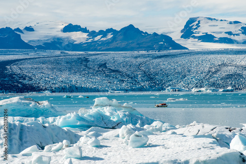 Deurstickers Gletsjers Vatnajokull glacier at Jokulsarlon. Vatnajokull is one of the largest glaciers in Europe.