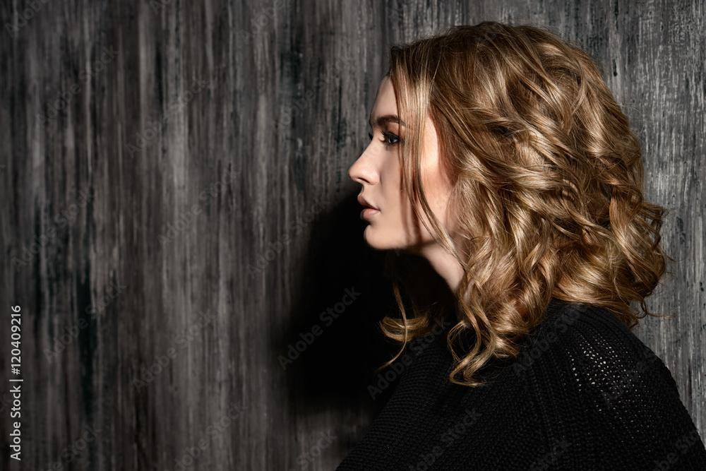 Fototapety, obrazy: portrait in profile