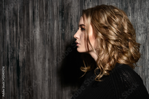 Foto op Plexiglas Kapsalon portrait in profile