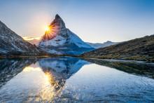 Riffelsee Und Matterhorn In Den Schweizer Alpen