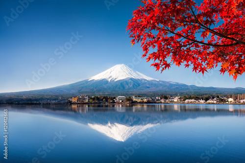 Fotografia, Obraz Mount Fuji und See Kawaguchiko im Herbst