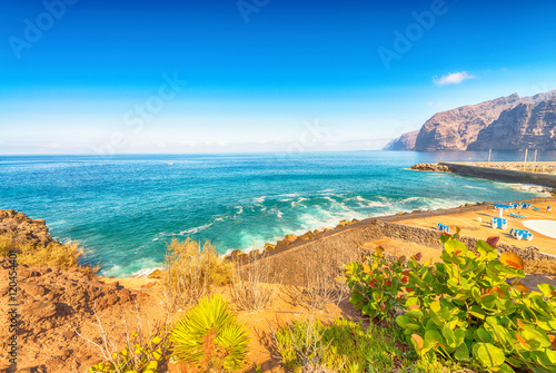 Foto op Plexiglas Canarische Eilanden Cliffs and beach of Los Gigantes - Tenerife