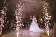 Newlyweds Danced Their First D...