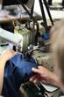 ,szycie odzieży przez szwaczki na maszynie do szycia