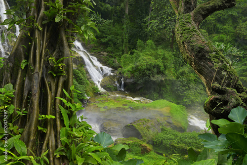 Tuinposter Jungle Thailand jungle with waterfalls