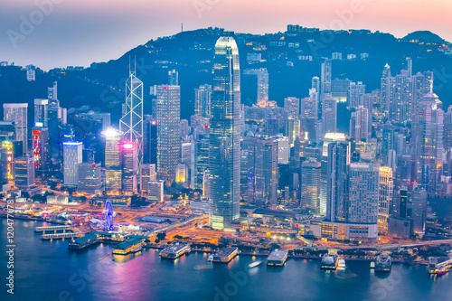 Foto auf AluDibond Hongkong Night at the Victoria Harbor in Hong Kong city skyline