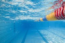 Schwimmbahn Im Sommer Unter Wa...