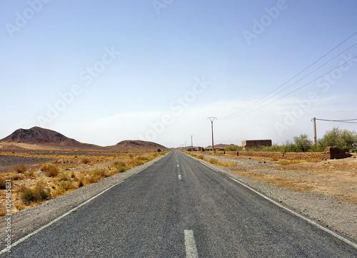 Wall Murals Route 66 Endlose Straße in Marokko