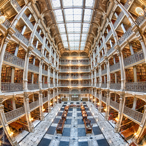 Foto op Canvas Praag BALTIMORE, USA - JUNE 23, 2016 The interior of the Peabody Library