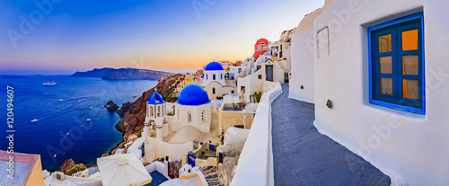 Poster de jardin Santorini Amazing wide panorama sunset view with white houses on church wi
