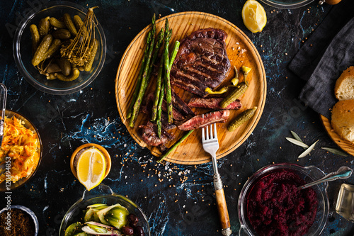 In de dag Grill / Barbecue Fermented veggies and grilled meat concept.