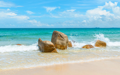 Fototapeta Morze Clear azure sea crashing on rocks
