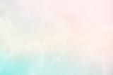miękka chmura i niebo z pastelowych kolorów gradientu i grunge tekstury papieru, abstrakcyjne tło natura - 120543017