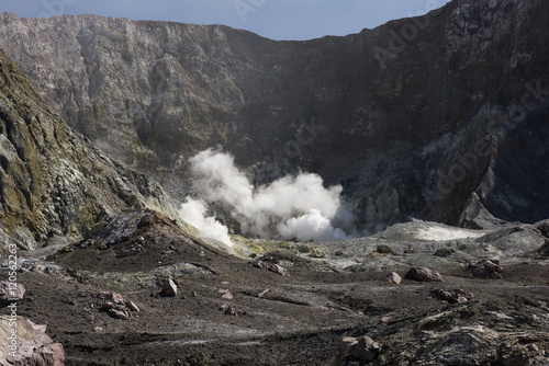 In de dag Vulkaan White Island main crater before September 2016 eruption
