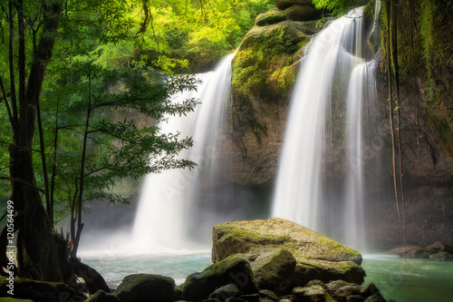 Montage in der Fensternische Wasserfalle Heo Suwat Waterfall