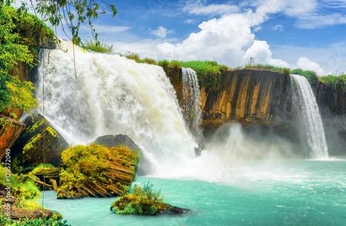 Fototapeta 3D Wodospad Dray Nur w Wietnamie z widokiem