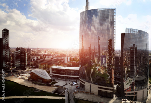 Photo sur Aluminium Milan reflection of new modern district in Milan
