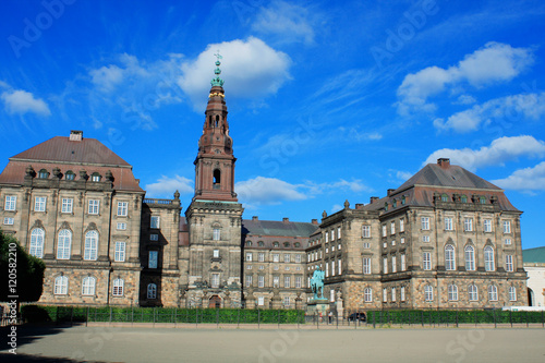 Spoed Foto op Canvas Theater Christiansborg Palace in Copenhagen and statue of King Frederik.