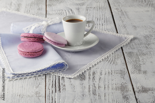 Foto-Rollo - Cup of coffee serving on shabby chic background (von Andrey Cherkasov)