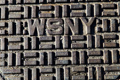 Fotografía  WSNY Manhole Cover Close Up