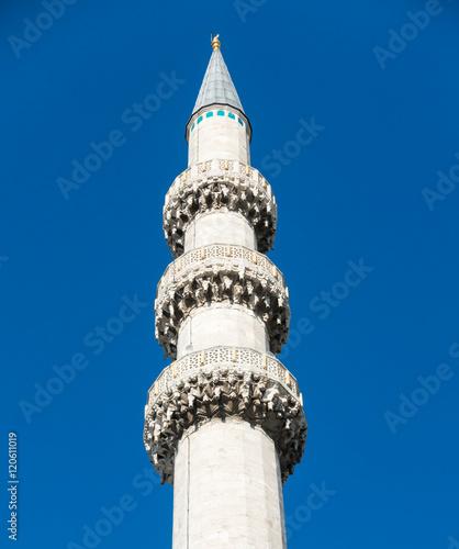 Fotografia  Macro of New Mosque Minaret, Istanbul