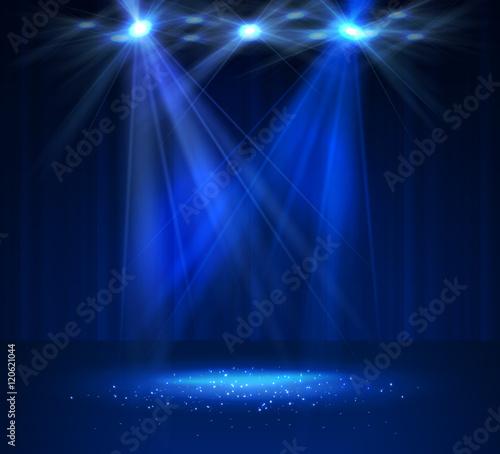 Plakat Reflektor na scenie z dymem i światłem.