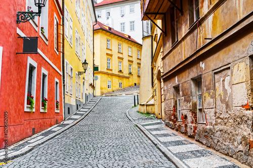 Obraz na plátne Narrow cobblestone street in old town