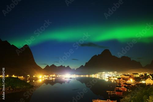 Poster Scandinavie Nothern Lights and Reine, Lofoten Islands, Norway