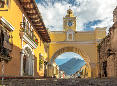 Photo Santa Catalina Arch and Agua Volcano - Antigua, Guatemala