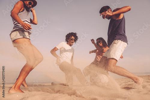 Foto  Spaß am Strandball.