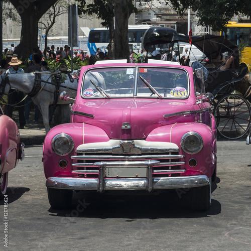 Spoed Fotobehang Centraal-Amerika Landen Kuba, Havanna, Taxistand am