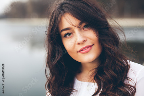 Photo  Beautiful smiling plump girl