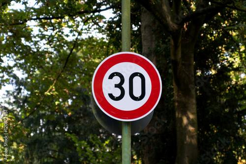 Fotografía  Schild für 30 Tempolimit
