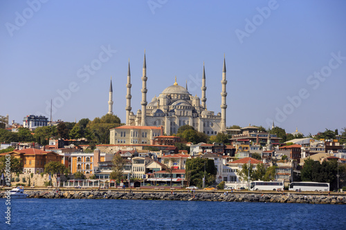 Cadres-photo bureau Turquie Istanbul, Turkey - September 15, 2016: Sultanahmet Mosque, built in new era by Ottoman Sultan Ahmet.