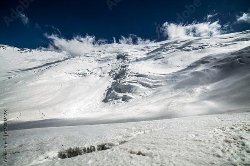 lod-snieg-niebo-i-gory-w-pamir