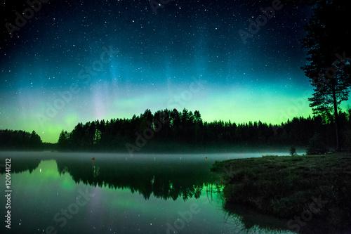 Foto auf Gartenposter Nordlicht Northern lights over a lake