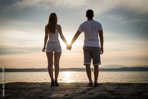 Fotografie, Obraz  Young couple in love, silhouettes