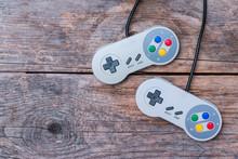 Videospiel Controller Auf Holz...