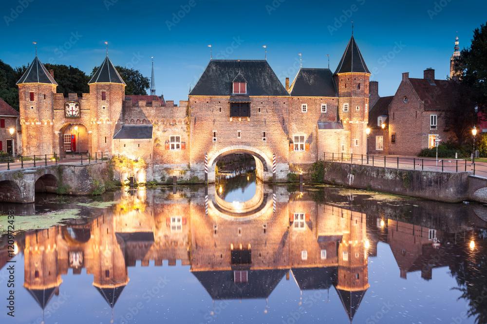 Fototapety, obrazy: Koppelpoort medieval Dutch fortress city Amersfoort at night, Netherlands