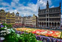 Tapis De Fleurs Sur La Grand-lpace De Bruxelles, Célébrant L'amitié Entre La Belgique Et Le Japon