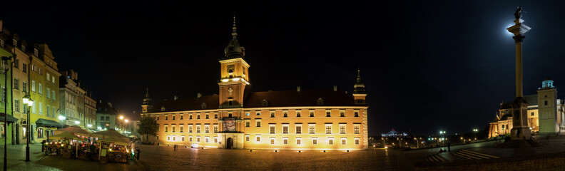 Fototapeta Warszawa Old Town in Warsaw at night panorama Castle Square.