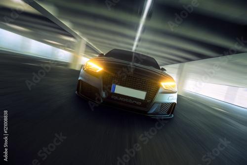 Obrazy na płótnie Canvas schnelles Auto frontal