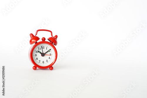 Fotografie, Obraz  petit réveil rouge fond blanc