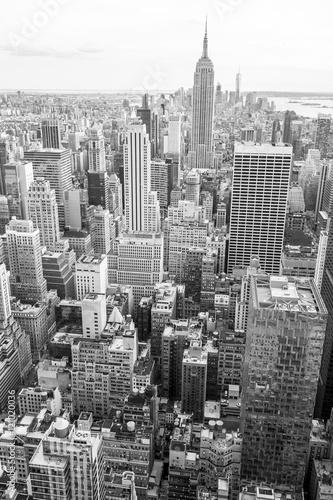 Widok na panoramę Manhattanu w Nowym Jorku w czerni i bieli