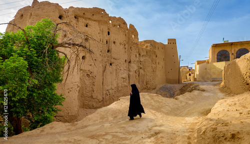 Tuinposter Midden Oosten the woman in a hijab in the Iranian village
