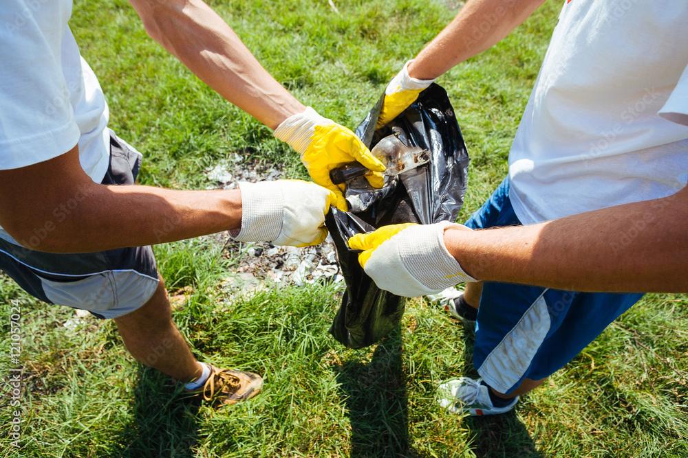 Valokuva  Volunteers cleaning up garbage