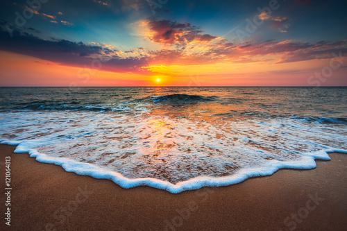 Tuinposter Strand Beautiful sunrise over the sea