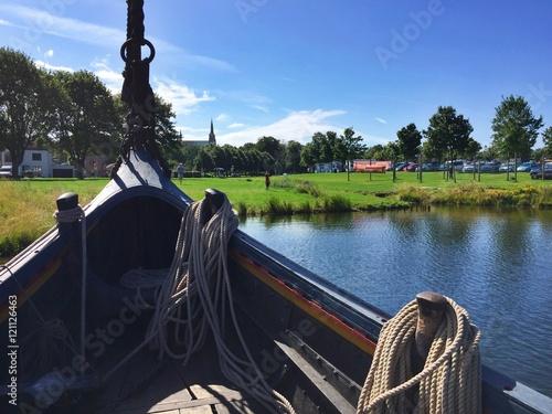 Deurstickers Cathedral Cove Blick von Schiff auf Roskilde in Dänemark