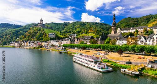 Fotografía  Romantic river cruises over Rhein - medieval Cochem town. Germany